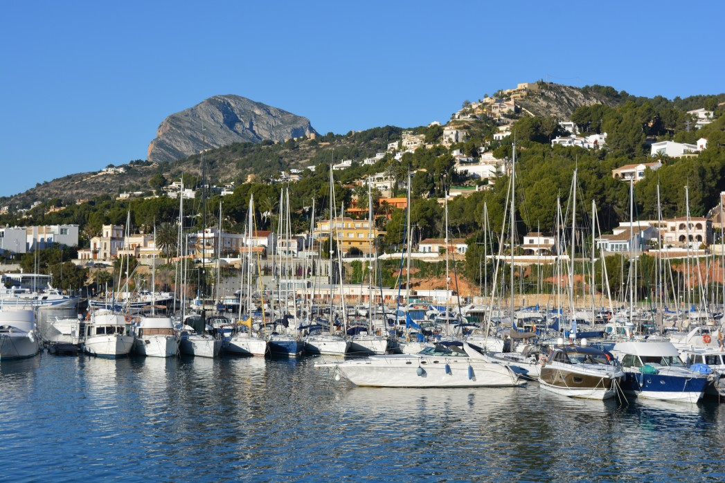 boats-in-harbour-javea-alicante-province-spain_t20_wlo6oL