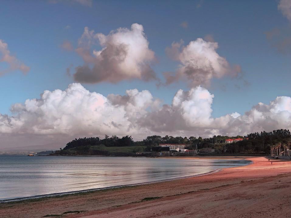 naturaleza-paisaje-de-una-playa-y-un-cielo-con-una-luz-espectacular_t20_mRvrdn