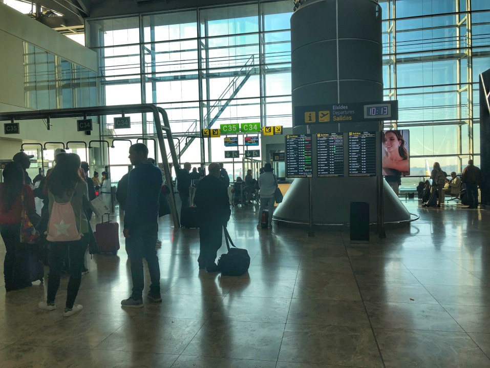passengers-in-the-departure-lounge-area-of-el-altet-airport-waiting-for-gate-information-to-come-up_t20_VLQRo8
