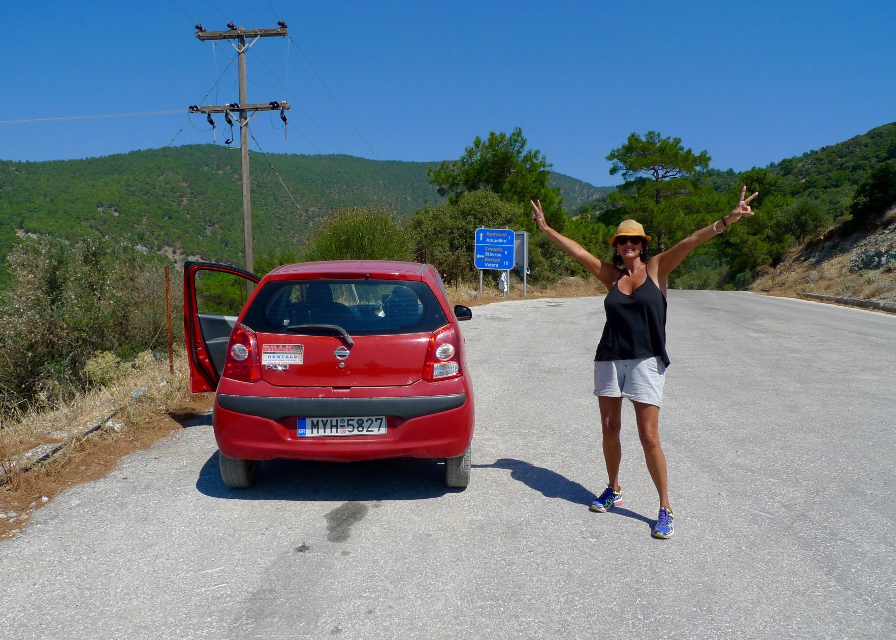road-trip-in-a-little-red-car_t20_7mWPxv