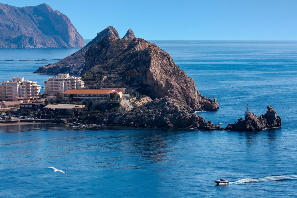 scenic-coastline-near-the-mediterranean-port-of-aguilas-on-the-costa-calida-in-murcia-southeast-spain_t20_GgQGL6