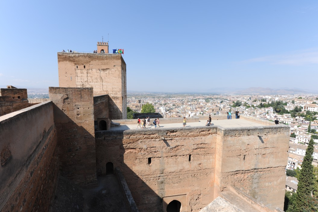 view-to-the-watchtower-torre-de-la-vela-the-alcazaba-the-alhambra-granada-andalusia-spain_t20_pRBg0Y