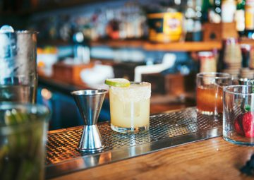 margarita-on-bar-table_t20_9l0WO8