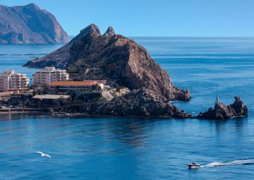 scenic-coastline-near-the-mediterranean-port-of-aguilas-on-the-costa-calida-in-murcia-southeast-spain_t20_GgQGL6
